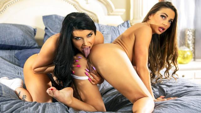 Дочь заставила папку надеть повязку на глаза и устроила ему сексуальный сюрприз