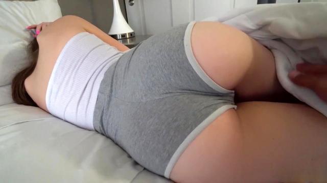 Ухоженная девка показывает сущий разврат агенту на порно кастинге