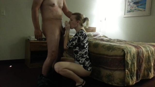 Мужик в возрасте насадил соседскую деваху на лестничной клетке