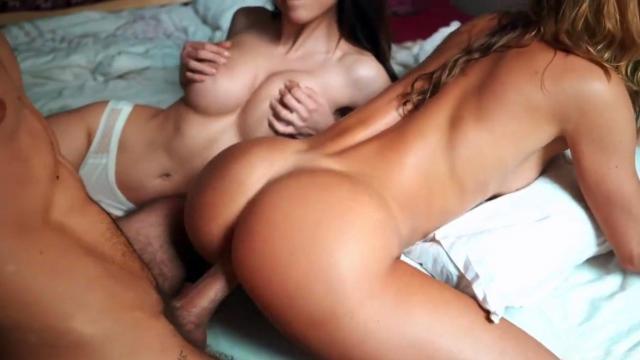 Пышногрудая баба с красными волосами поражает порно агента своей похотью