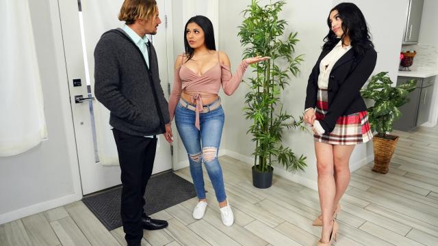 Мужик спалил красивую жену за мастурбацией и оттрахал как следует