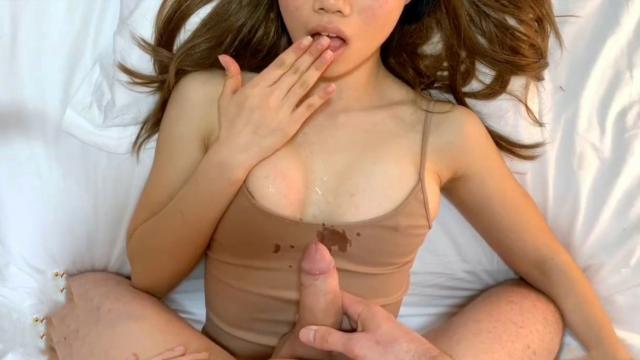 Возбужденная хозяйка дома соблазнила на секс чистильщика бассейна